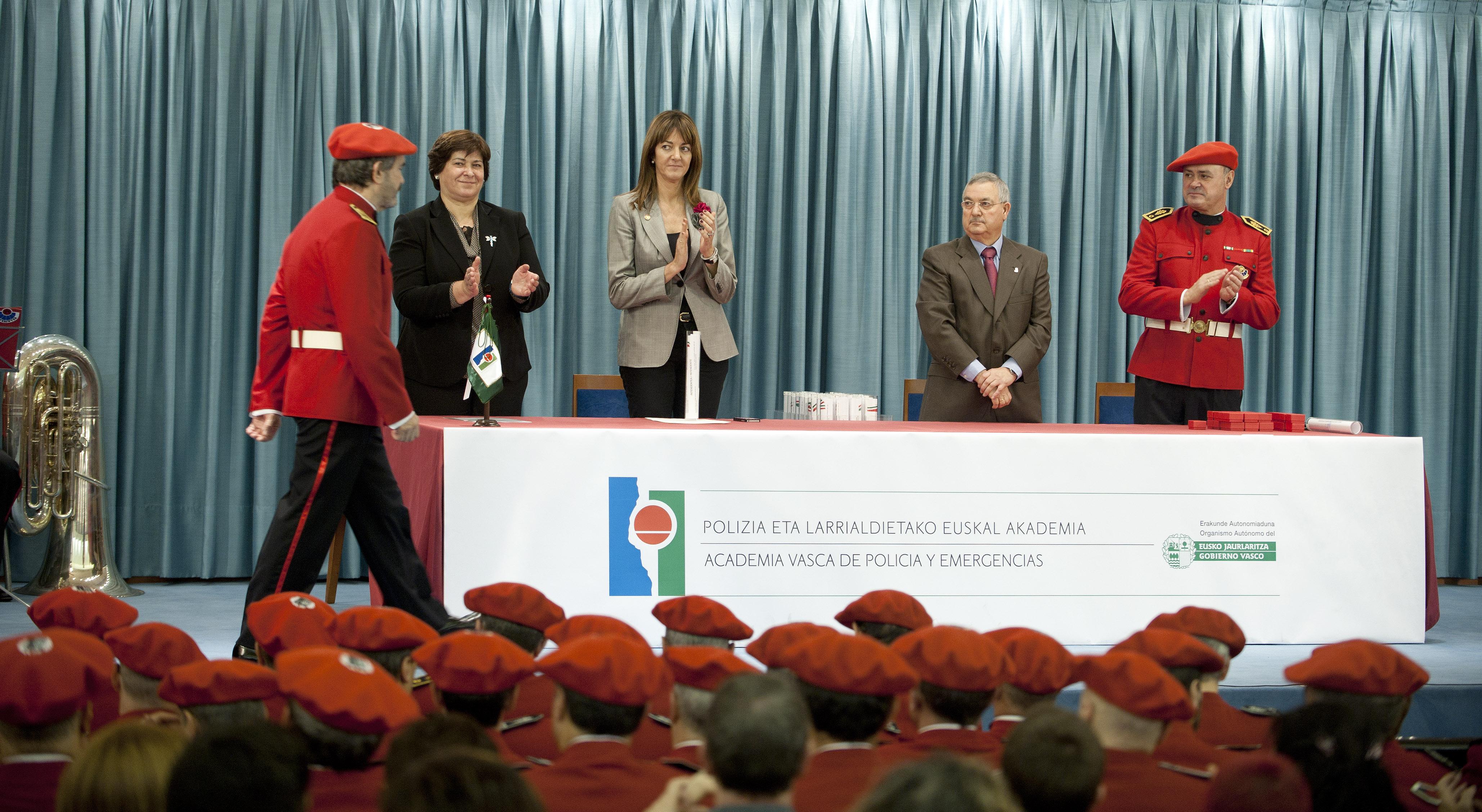 2012_12_05_mendia_entrega_diplomas_04.jpg