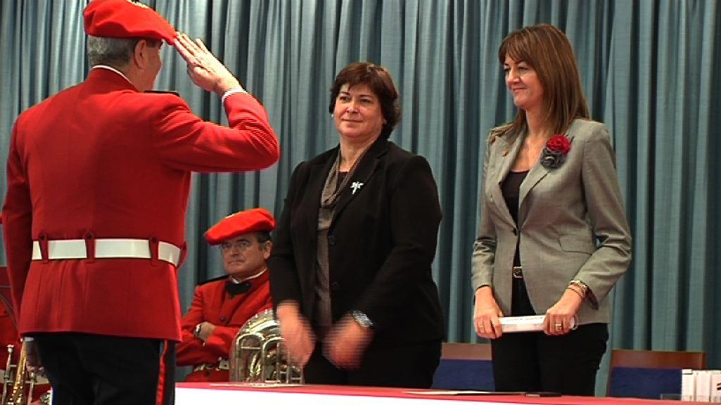 Idoia Mendia entrega las credenciales a los nuevos intendentes, comisarios y subcomisarios de la Ertzaintza [26:21]