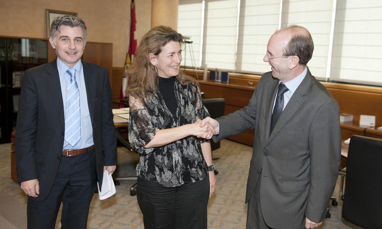 Ana Isabel Oregi recibe a Yves Wantens, delegado de Flandes