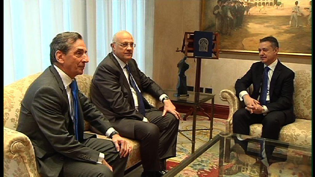 El Lehendakari se reúne con el presidente del Banco Sabadell Gipuzkoano [1:18]