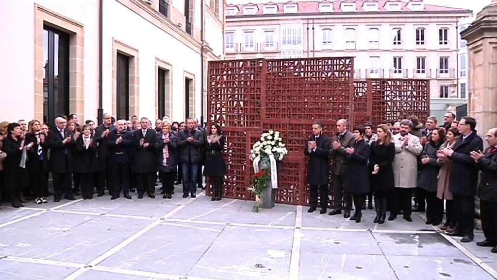 Homenaje del Parlamento Vasco a Fernando Buesa y Jorge Díez Elorza [1:39]