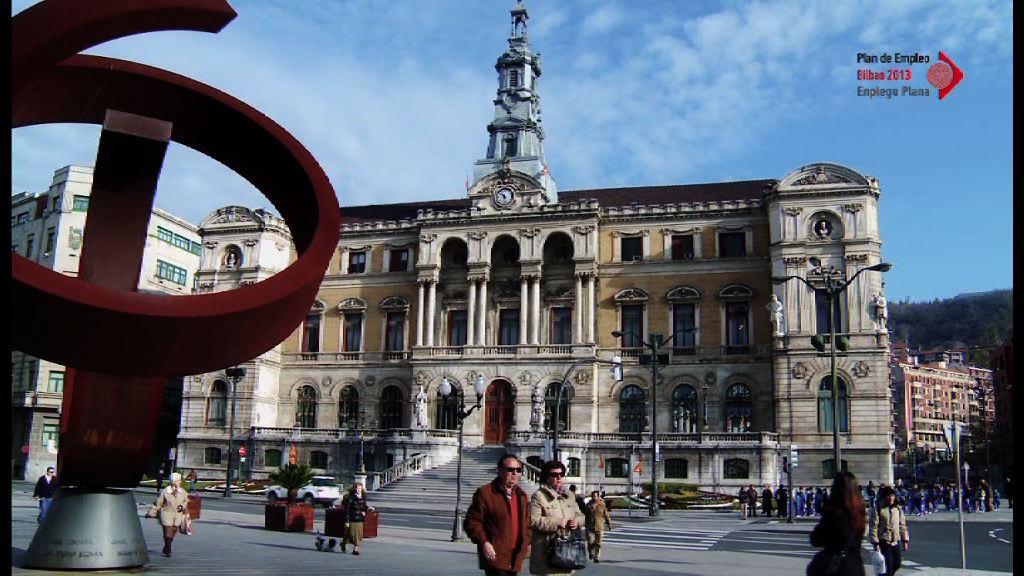 """El """"Plan de Empleo Bilbao 2013"""" ofrecerá formación a 951 personas y creará 286 puestos de trabajo [2:09]"""