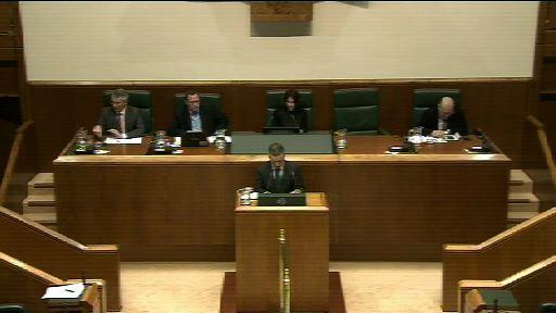 El lehendakari responde al Grupo Popular vasco sobre la coherencia de los ajustes económicos del Gobierno Vasco [2:52]