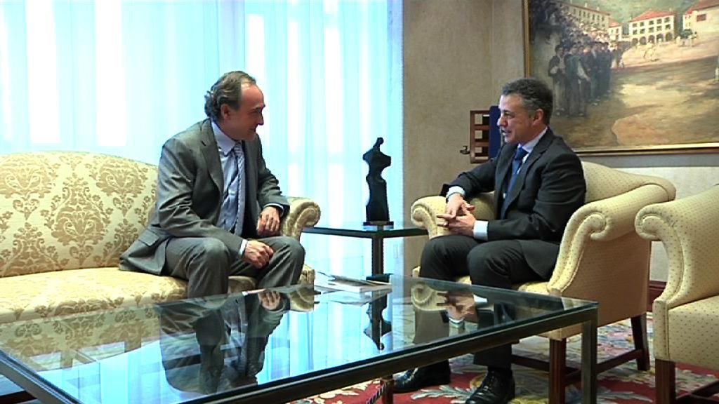 El Lehendakari se reúne con el Presidente de Jakiunde, Jesús María Ugalde [0:54]