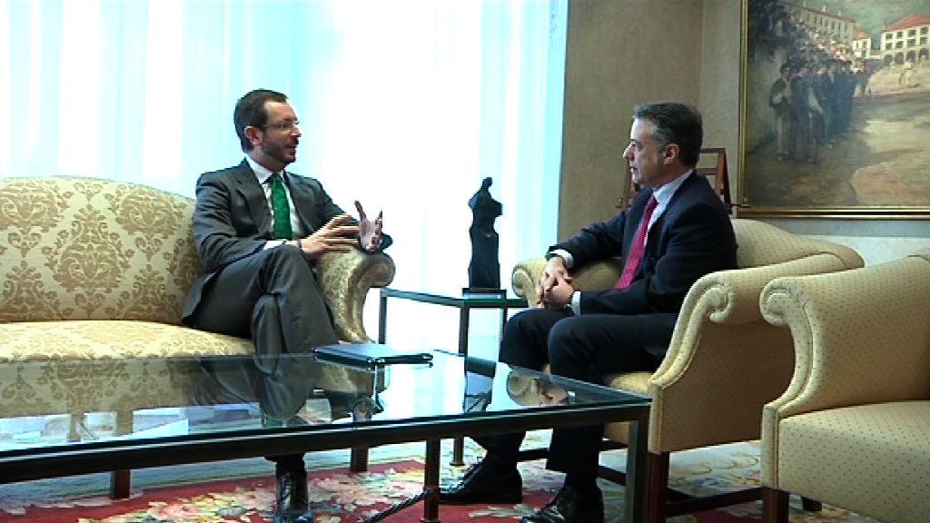 El Lehendakari se reúne con el alcalde de Vitoria, Javier Maroto [0:56]