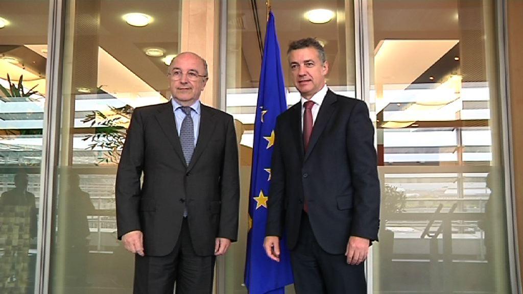 El Lehendakari presenta a Barroso sus planes de Gobierno, su compromiso con la Unión y la necesidad de políticas de estímulo (Reunión Joaquín Almunia) [0:49]