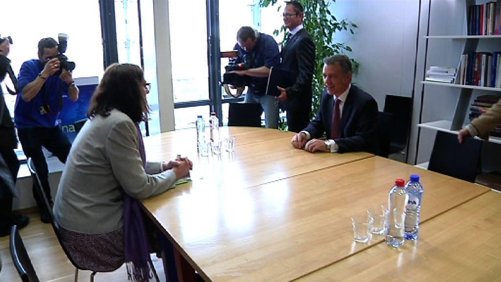 El Lehendakari se reúne con el Presidente de la Comisión Europea, Durao Barroso [0:45]