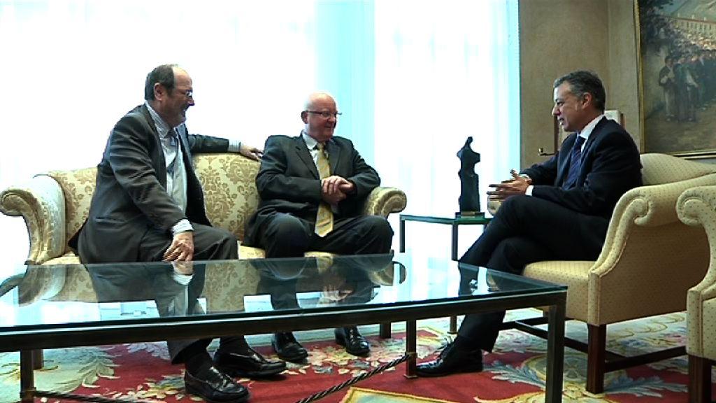 El Lehendakari se reúne con el presidente de Bankoa [0:46]