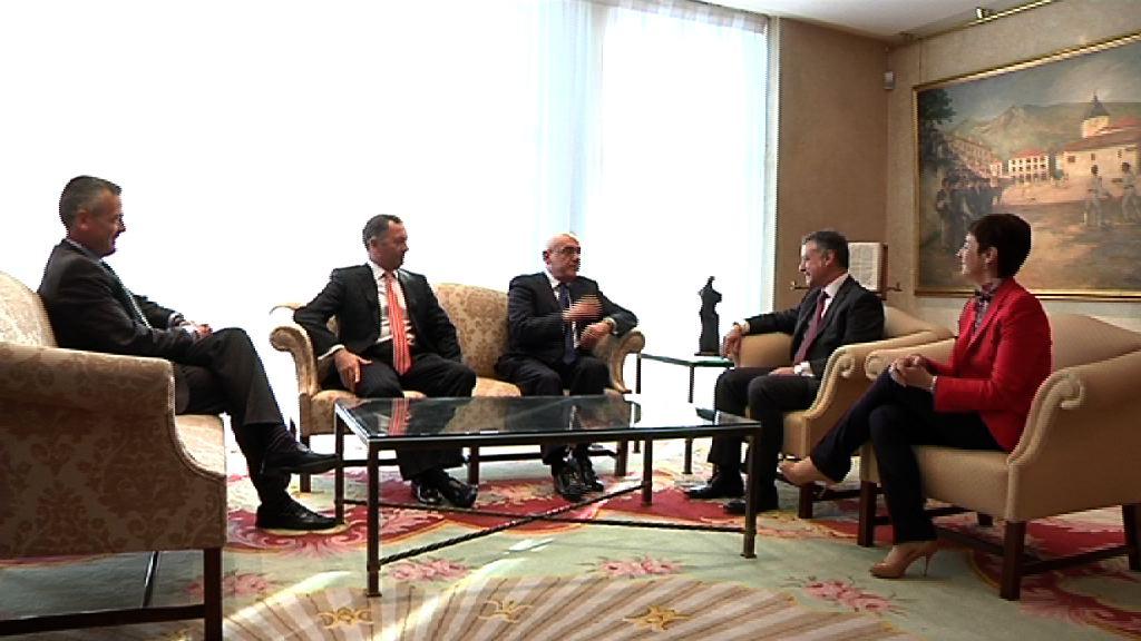 El Lehendakari se reúne con los presidentes de Eusko Ganberak-Cámaras Vascas [0:59]