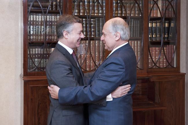 El Lehendakari recibe a Manuel Patarroyo
