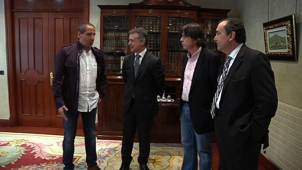 El Lehendakari se reúne con los responsables y organizadores de Ibilaldia [0:55]