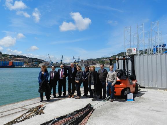 Ana Oregi analiza in situ la regeneración de la bahía de Pasaia