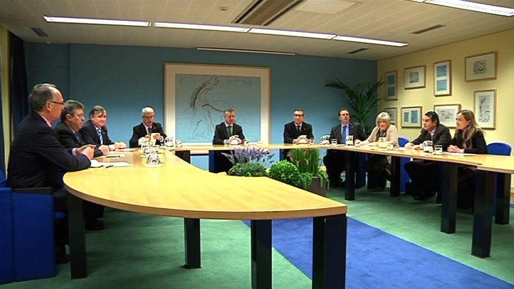 El Lehendakari recibe al Tribunal Vasco de Cuentas Públicas [1:00]