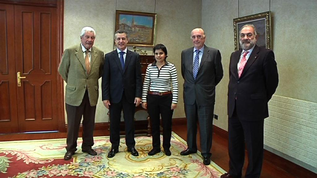 Lehendakariak  Euskadiko Gurutze Gorriaren presidentea hartu du [1:03]