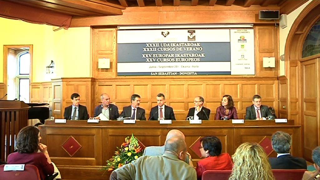 El Gobierno vasco destinará 24 millones de euros a becas universitarias [5:46]