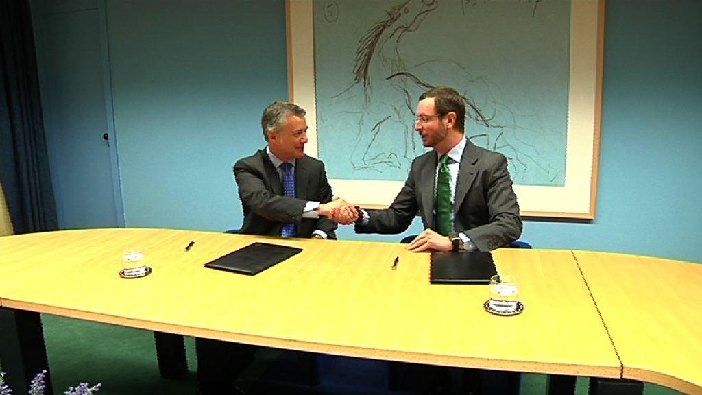 El Lehendakari y el Alcalde de Vitoria-Gasteiz firman el convenio de financiación de la ciudad [4:11]