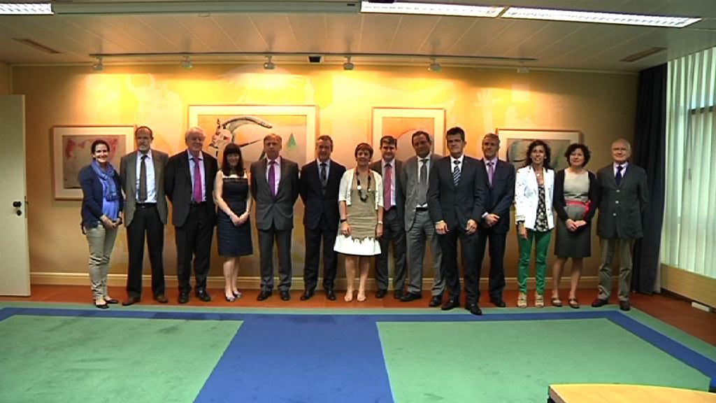El Lehendakari se reúne con los responsables de los centros tecnológicos y de investigación [1:04]