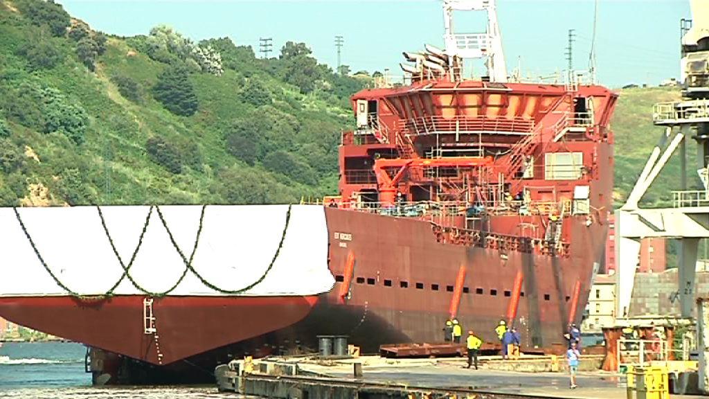"""Erkoreka acude a la botadura del barco """"EDT Hercules"""" en La Naval [2:20]"""