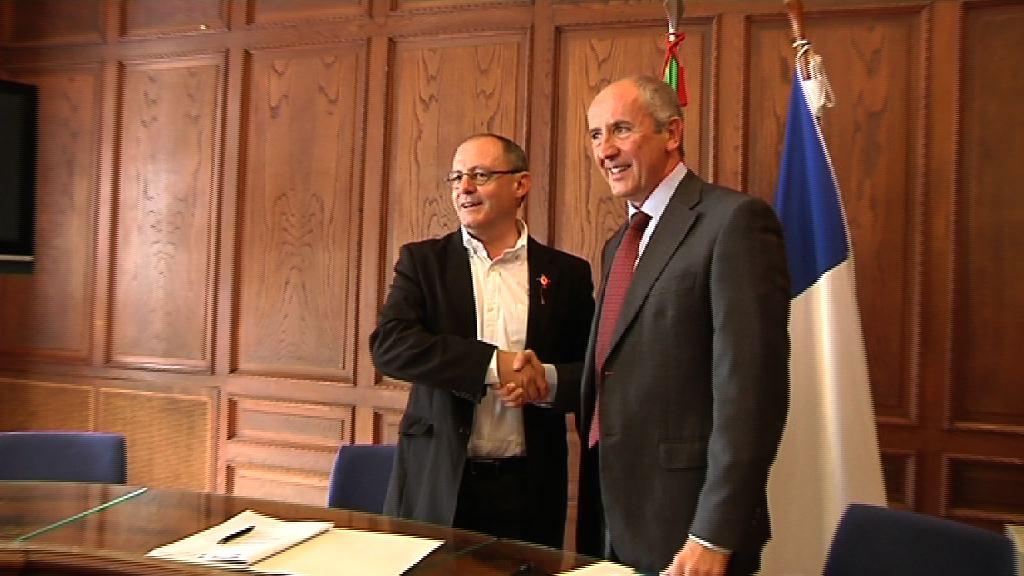 Josu Erkoreka y Juan Karlos Izagirre firman un convenio que permite el intercambio online de datos entre ambas Instituciones [19:31]