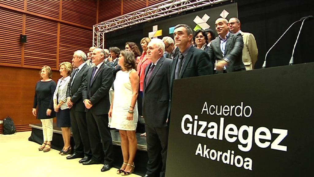 Gobierno y comunidad educativa presentan GIZALEGEZ, el acuerdo educativo para la convivencia [9:40]