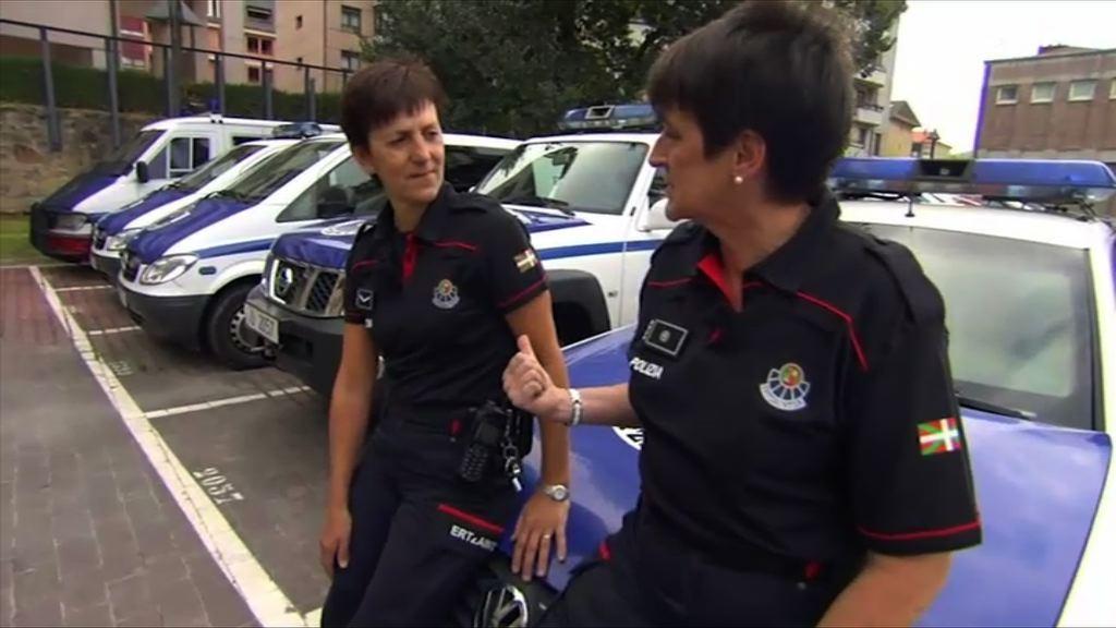 """El documental de ETB  """"Ertzaintza: mujeres detrás de un uniforme"""" recoge los testimonios de seis agentes veteranas [43:13]"""