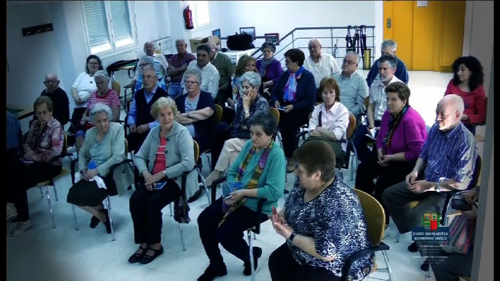 700 pertsona inguruk parte hartu zuen 2013an 64 urtetik gorakoei zuzendutako Harrapatzeei buruzko gogoetak sentsibilizazio-kanpainan [6:03]