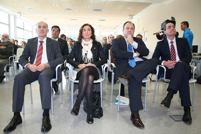 Cristina Uriarte, junto con el rector de la UPV/EHU Iñaki Goirizelaia y el director general de IK4-TEKNIKER Alejandro Bengoa