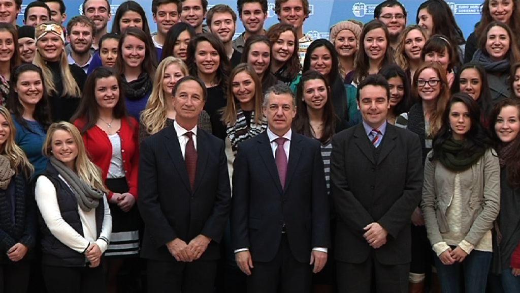 El lehendakari ha recibido a 100 universitarios norteamericanos que se encuentran de  estancia en Euskadi [11:18]