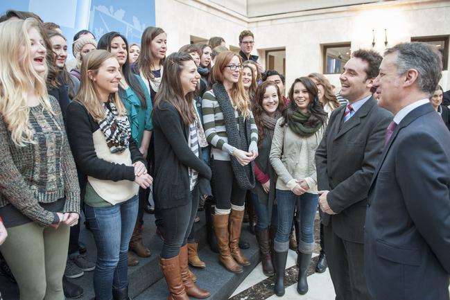 Lehendakariak Euskadin egonaldia egiten dauden  100 unibertsitari iparramerikar hartu ditu
