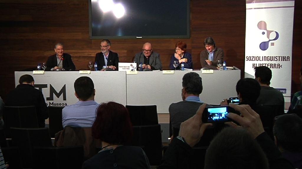 Baztarrika participa en la mesa redonda 'Euskal Soziolinguistikaren ikerketa etorkizunari begira' [13:44]