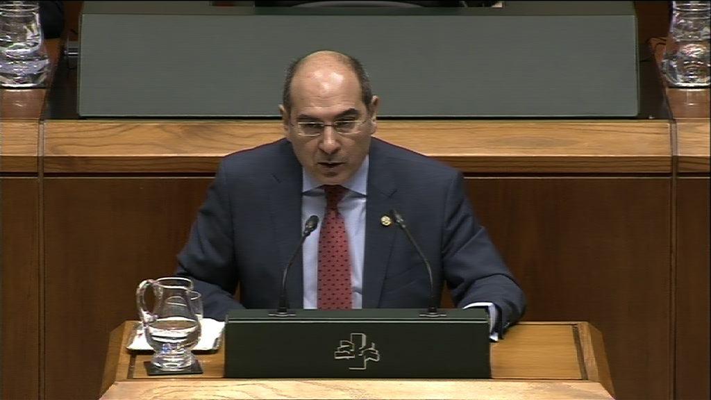 Jon Darpón pide el compromiso de todas las instituciones para materializar con éxito el Plan Vasco de Salud 2013-2020   [51:06]