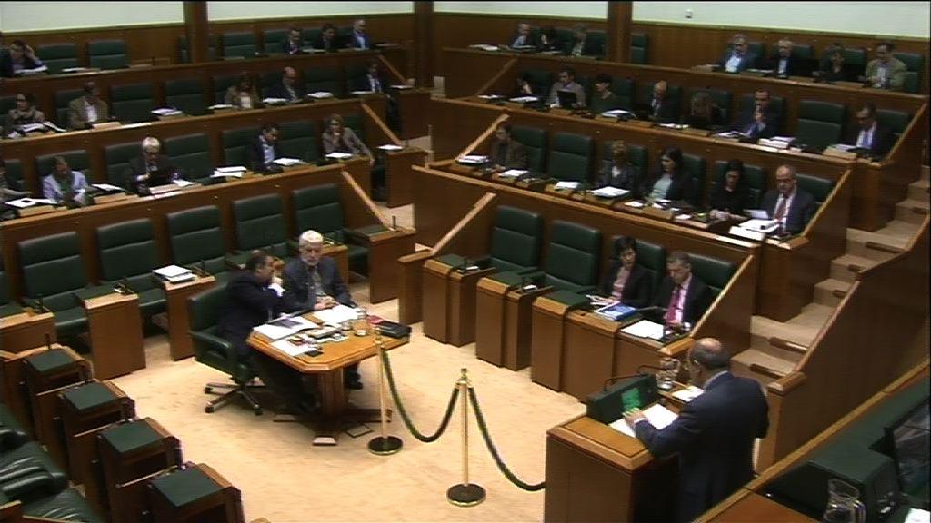 Jon Darpón pide el compromiso de todas las instituciones para materializar con éxito el Plan Vasco de Salud 2013-2020   [228:13]