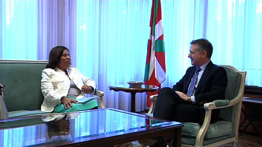 El lehendakari recibe a la embajadora de Nicaragua  [0:45]