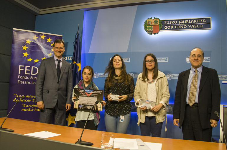 """Entrega de premios del concurso fotográfico para jóvenes vascos, """"¿Dónde ves Europa en Euskadi?"""""""