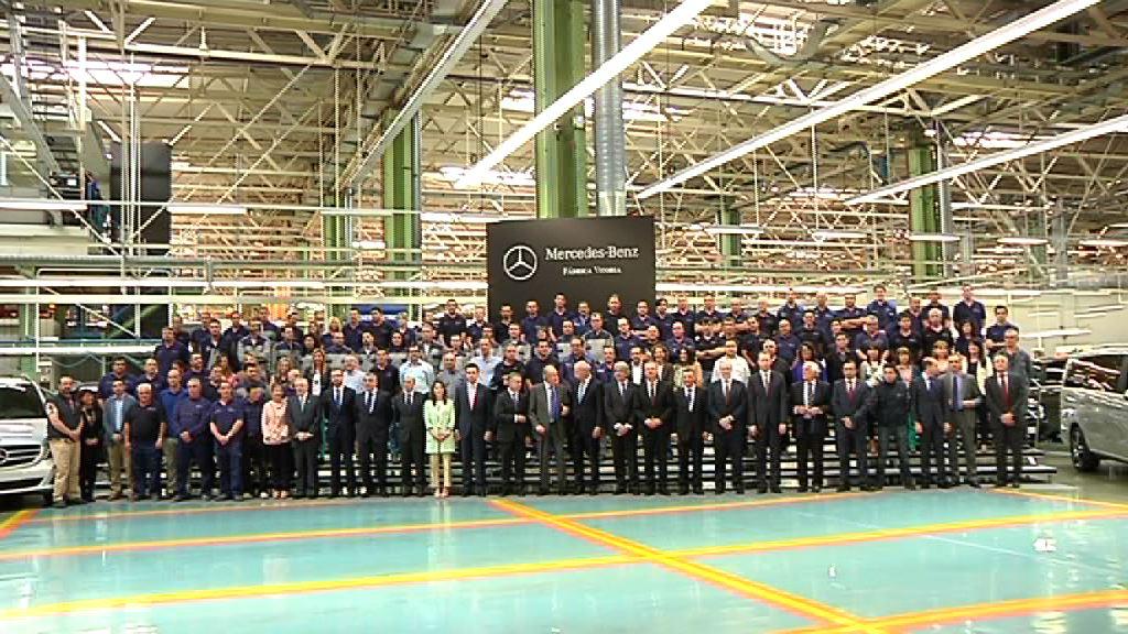 """El lehendakari preside la presentación de los nuevos modelos de Mercedes Benz """"made in Basque Country"""" [6:25]"""