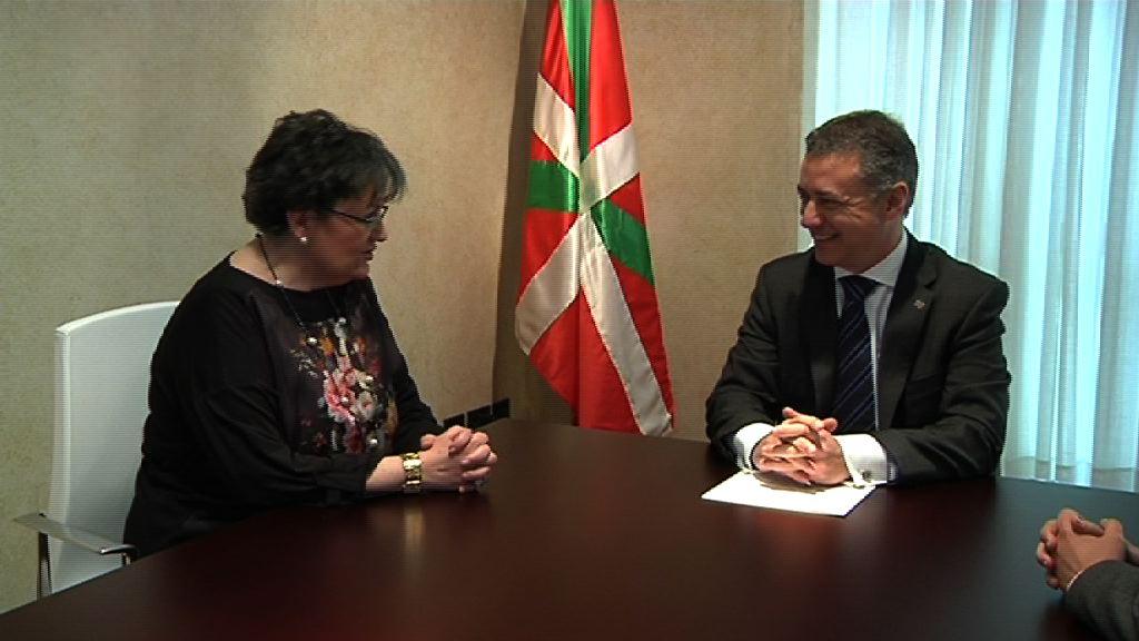 Lehendakariak Euskadiko Erretinosi Pigmentarioko Gaixoen Elkartearen arduradunak hartu ditu [0:44]