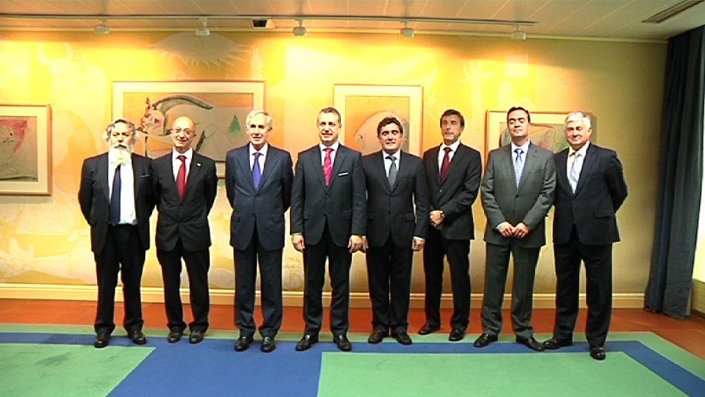 El Lehendakari recibe a la Junta Directiva de Bilbao Metrópoli-30 [0:46]