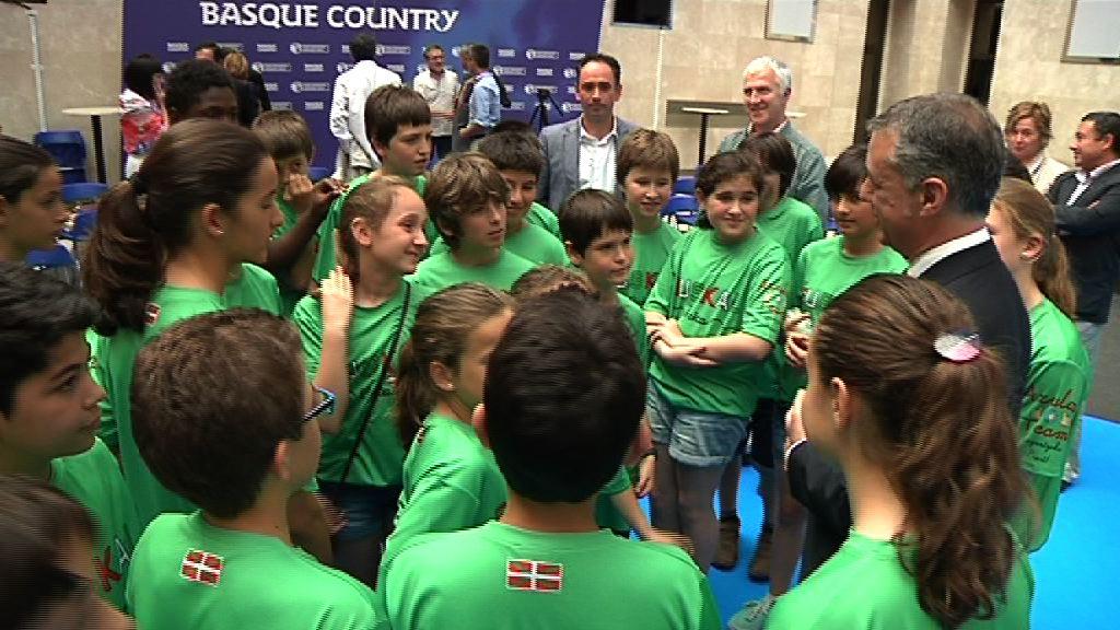 27 escolares de Axular Lizeoa han presentado en Lehendakaritza su propuesta sobre euskal beka - Gazte Irekia 1ª edición (2') [34:14]