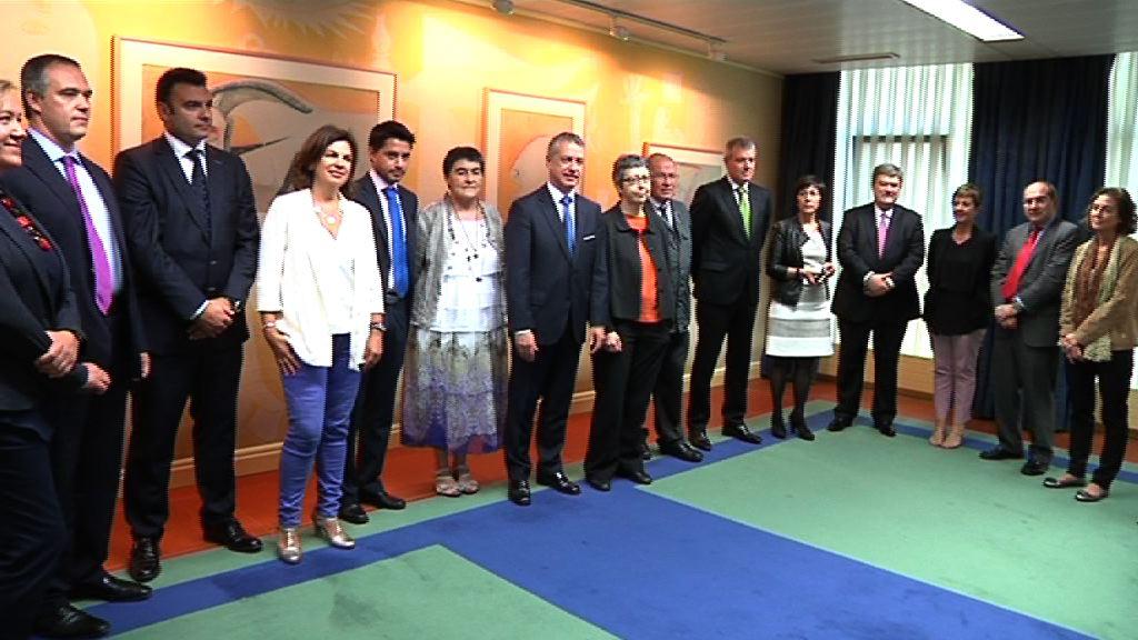 El Lehendakari celebra la primera reunion de trabajo con el Comité Científico Asesor [0:53]