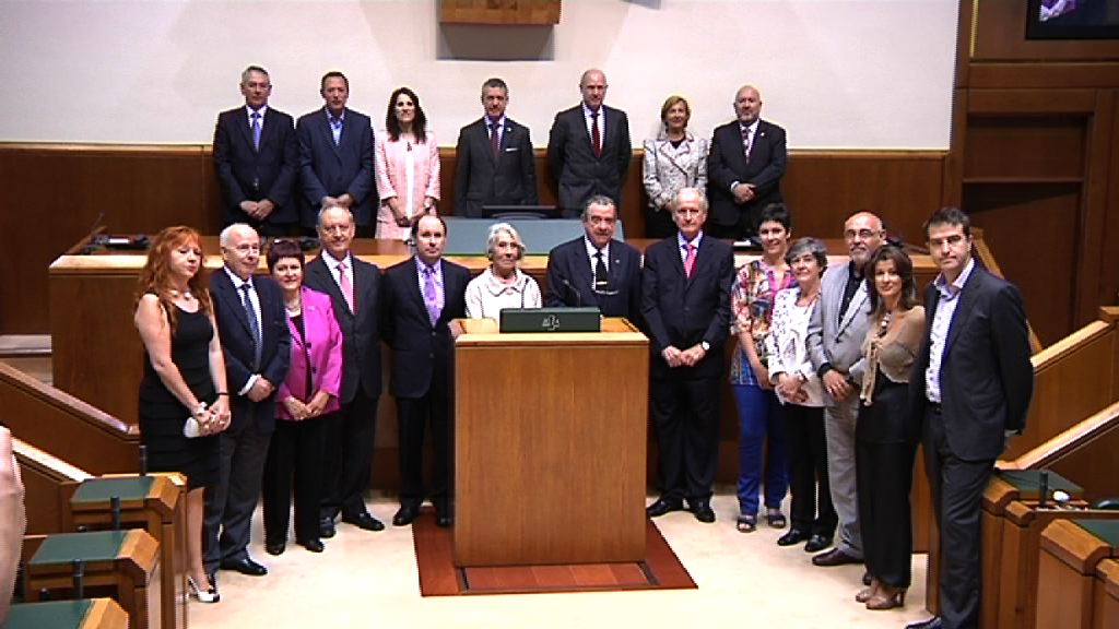 El lehendakari inaugura la jornada conmemorativa del XXV Aniversario del Ararteko [8:50]