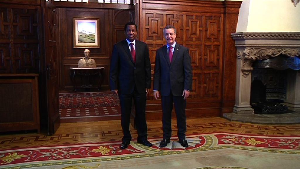 El Lehendakari recibe al Embajador de Senegal [0:40]