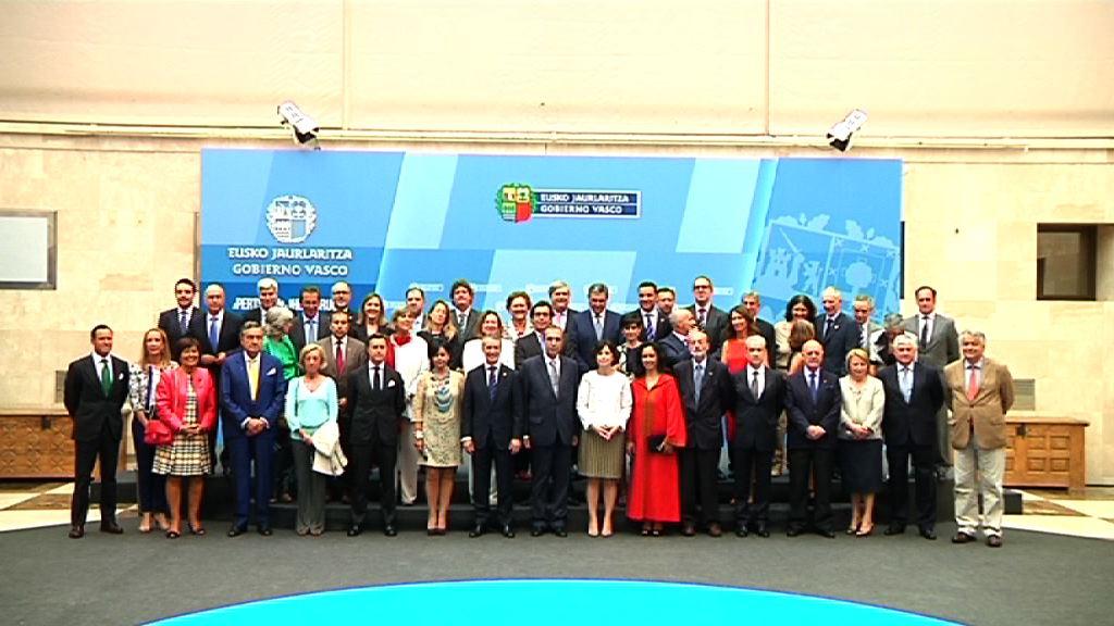 El Lehendakari recibe a los representantes del cuerpo consular acreditado en Euskadi [20:09]