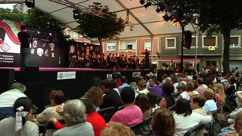 El Lehendakari asiste a la clausura del Festival Internacional de Folklore de Portugalete [1:13]