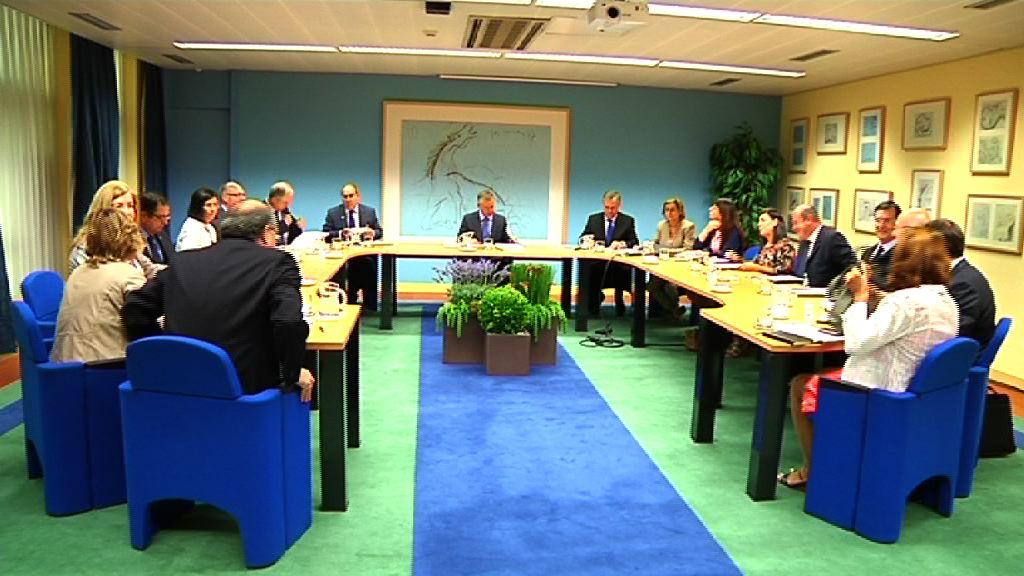 El lehendakari preside en su constitución la Comisión Directora para la implantación y seguimiento del Plan de Salud Vasco [0:52]