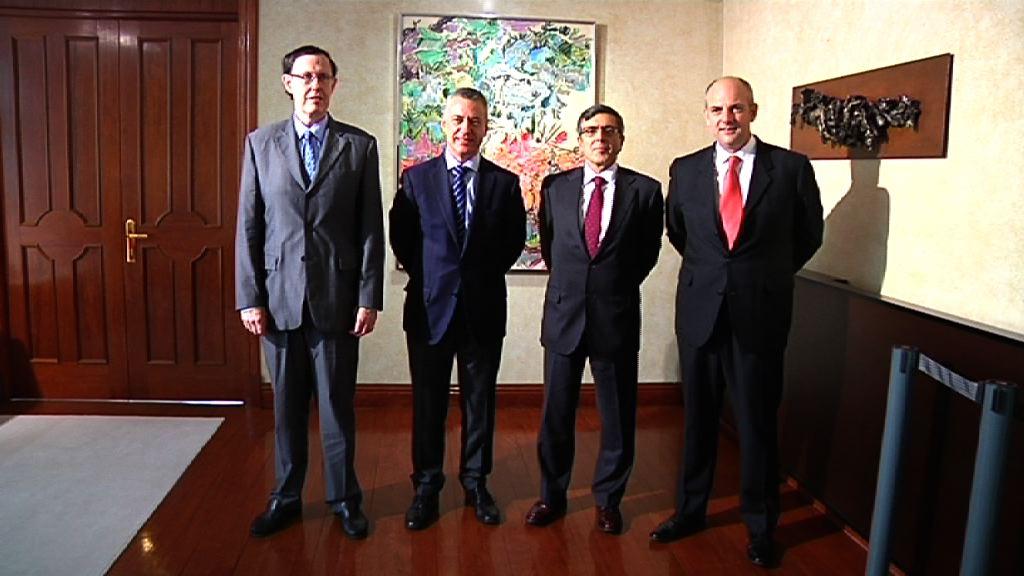 El Lehendakari se reúne con responsables de Vodafone [0:58]
