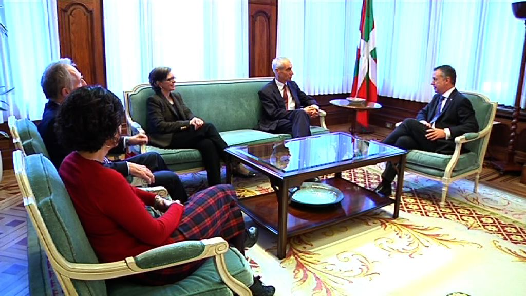 El lehendakari recibe al embajador de Suiza [0:54]