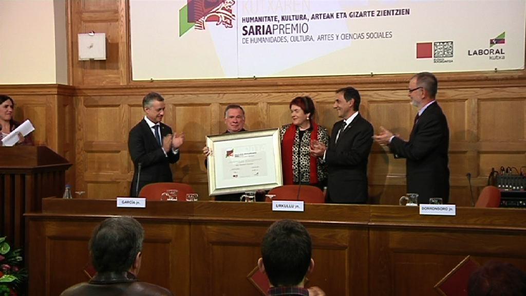 Mariasun Landa y Jean Baptiiste Orpustan, premios Eusko Ikaskuntza – laboral Kutxa [22:06]