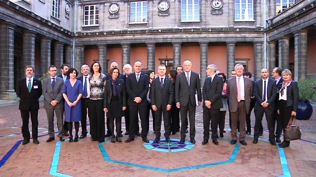 El lehendakari preside la firma de un convenio entre Universidad del País Vasco y la Universidad de Burdeos [20:02]