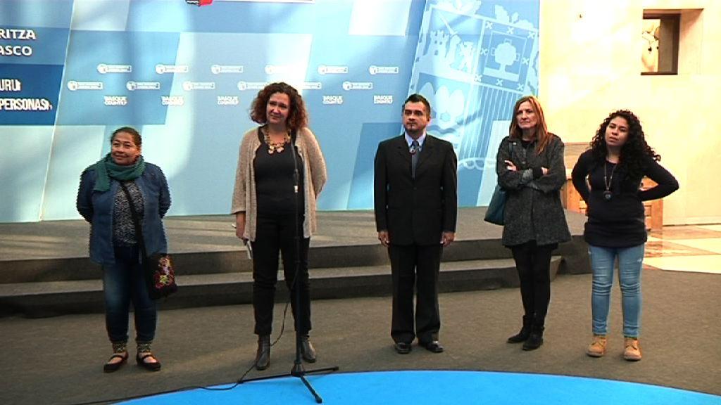 Monika Hernando se ha reunido con el grupo de personas acogidas en Euskadi que se encuentran en peligro por su defensa de los Derechos Humanos en sus países [15:24]