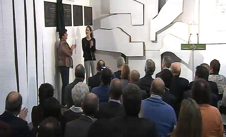El lehendakari asiste al acto de descubrimiento de la placa en recuerdo a Santiago Brouard [17:43]